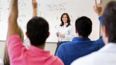"""Apakah kamu sudah menjadi mahasiswa yang """"berguna"""" ?? Atau hanya sekedar status!"""